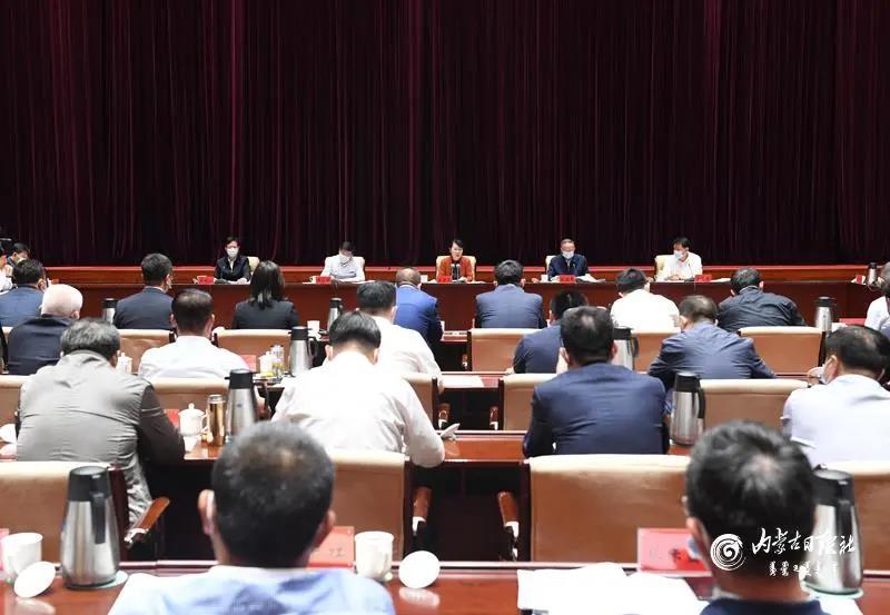 王莉霞主席主持召开自治区民营企业座谈会,周勇会长作专题汇报